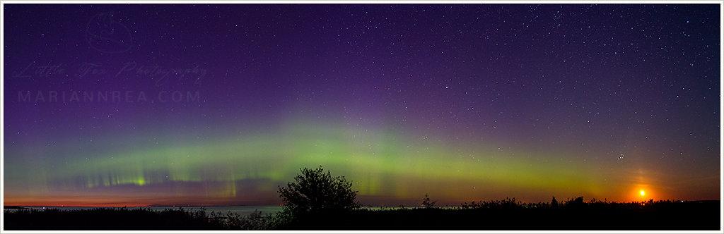 Aurora borealis and moonrise